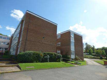 2 Bedrooms Flat for sale in Victoria Court, Oadby, Leicester