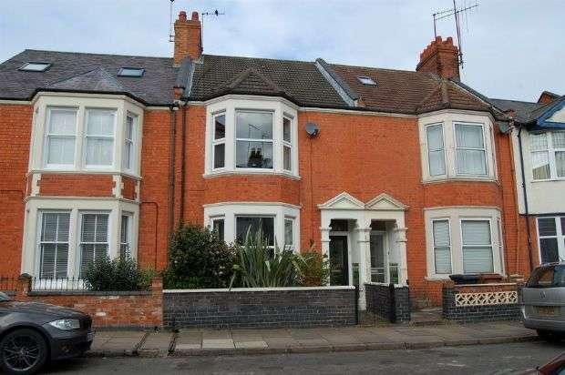 4 Bedrooms Town House for sale in Birchfield Road, Abington, Northampton NN1 4RG