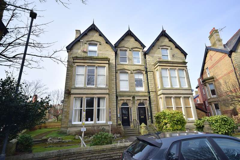 2 Bedrooms Flat for sale in St Georges Square, St Annes, FY8