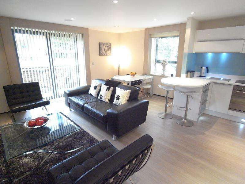 2 Bedrooms Apartment Flat for rent in THE PLACE, HARROGATE ROAD, LS17 8BL