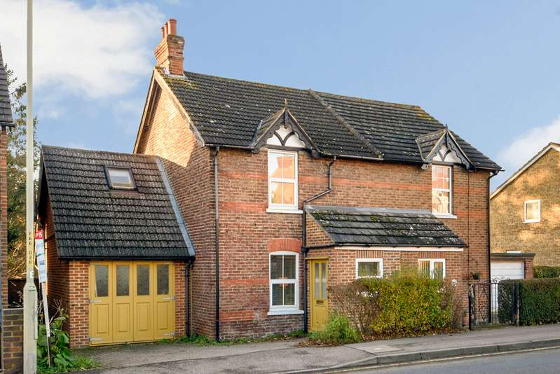 3 Bedrooms Semi Detached House for sale in Faversham Road, Kennington, Ashford TN24