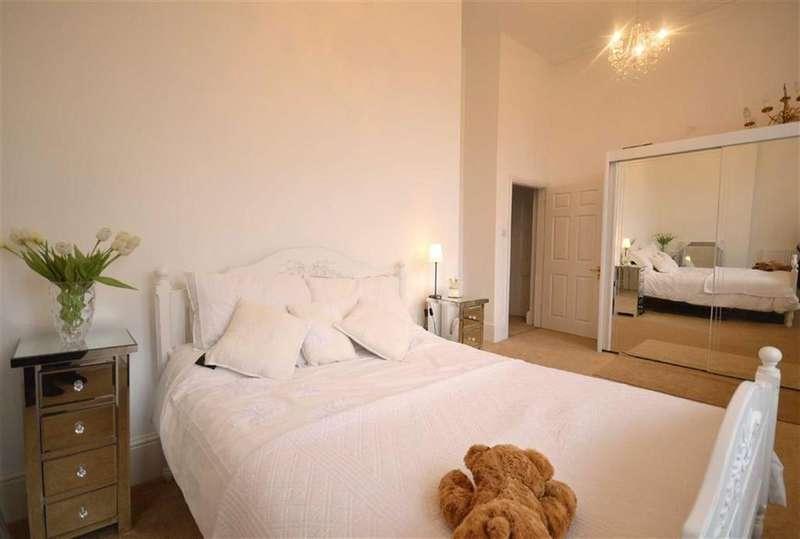 3 Bedrooms Maisonette Flat for sale in The Belvedere, Esplanade, Scarborough
