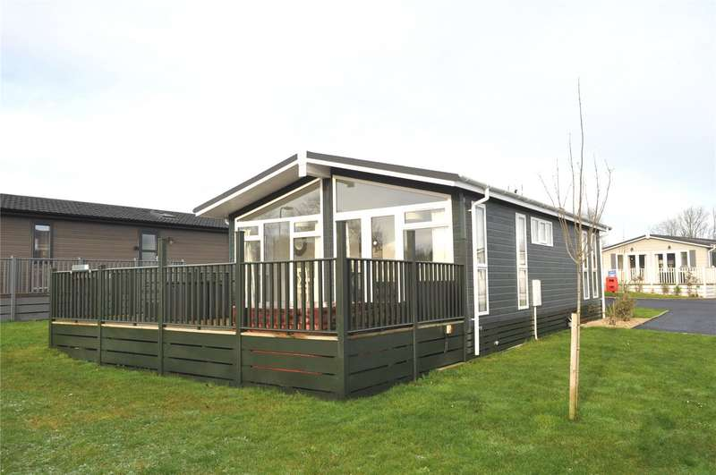 2 Bedrooms Detached Bungalow for sale in Louis Way, Dunkeswell, Honiton, Devon, EX14