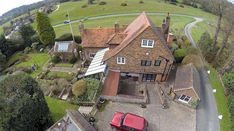 4 Bedrooms Detached House for sale in Dog Kennel Lane, Chorleywood, Rickmansworth, Hertfordshire, WD3