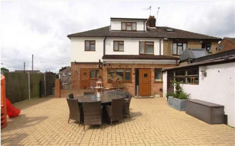 5 Bedrooms Semi Detached House for sale in Church Road, Ramsden Heath
