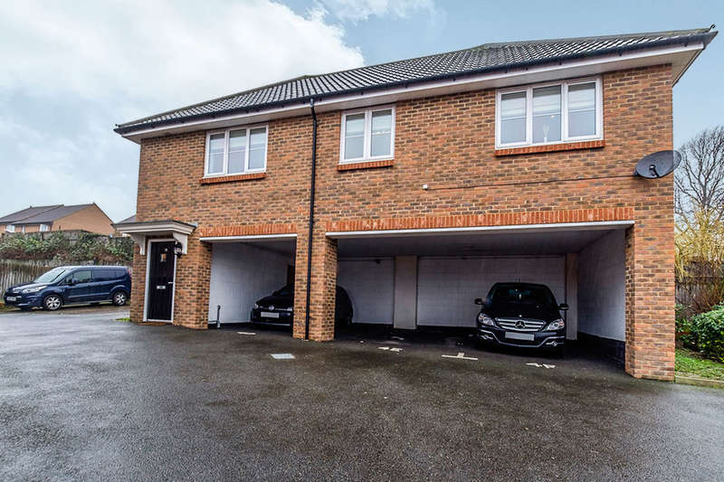 2 Bedrooms Flat for sale in Summerson Close, Rochester, ME1