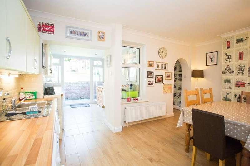 4 Bedrooms Terraced House for sale in Hillside, Harley Lane, Heathfield, East Sussex, TN21 8AQ