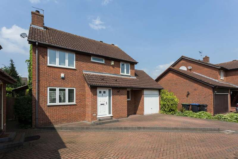 4 Bedrooms Detached House for sale in Chinnery Close, Enfield, EN1