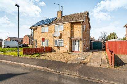 3 Bedrooms Semi Detached House for sale in Campion Road, Dogsthorpe, Peterborough, Cambridgeshire