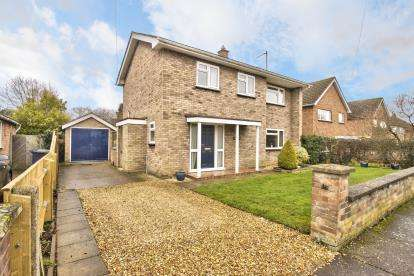 3 Bedrooms Detached House for sale in Claytons Way, Huntingdon, Cambridgeshire