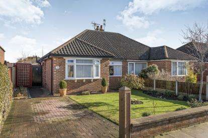 2 Bedrooms Bungalow for sale in Fairhaven Road, Southport, Lancashire, Uk, PR9