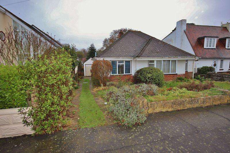 3 Bedrooms Detached Bungalow for sale in Duncliff Road, Wick, Bournemouth