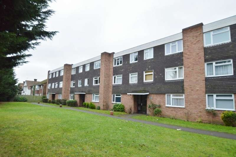 2 Bedrooms Flat for sale in Malvern Court, Hill Rise, Langley, SL3