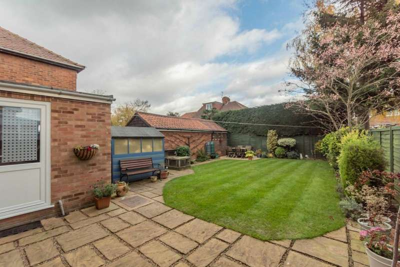 3 Bedrooms Semi Detached House for sale in Nevinson Grove, Fulford, York