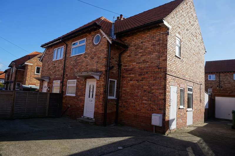 3 Bedrooms Semi Detached House for sale in Long Walk, Scarborough, YO12 6BQ