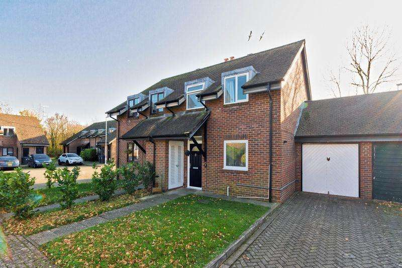 3 Bedrooms Semi Detached House for sale in Eriskay Court, Worthing