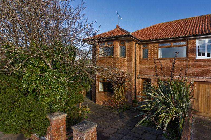 4 Bedrooms Semi Detached House for sale in George V Avenue, Worthing