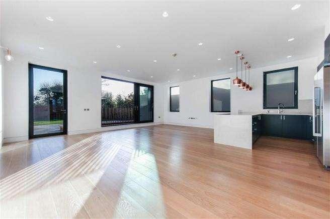 5 Bedrooms Flat for rent in Elm Avenue, Ealing, W5