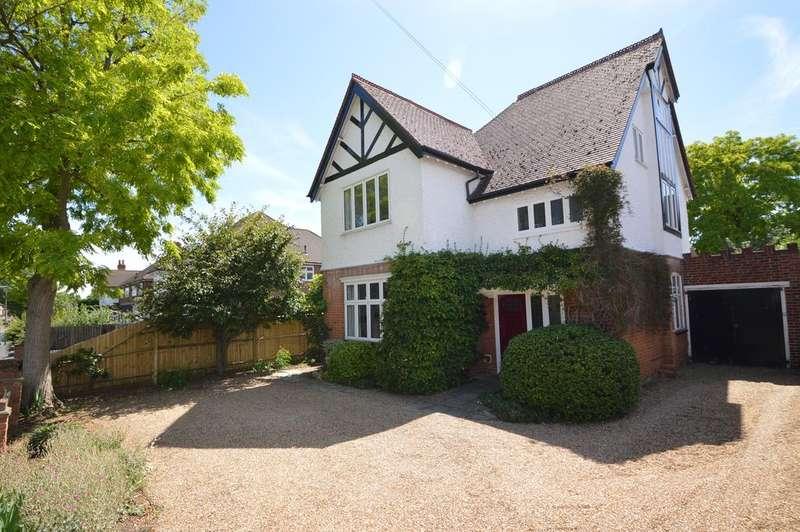 5 Bedrooms Detached House for sale in Sidney Road, WALTON ON THAMES KT12
