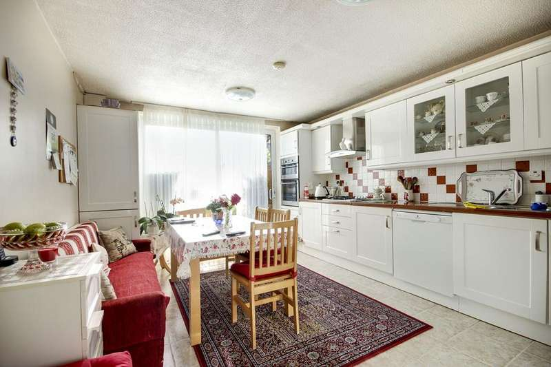 3 Bedrooms Property for sale in Caldecott Way, Hackney, London, E5