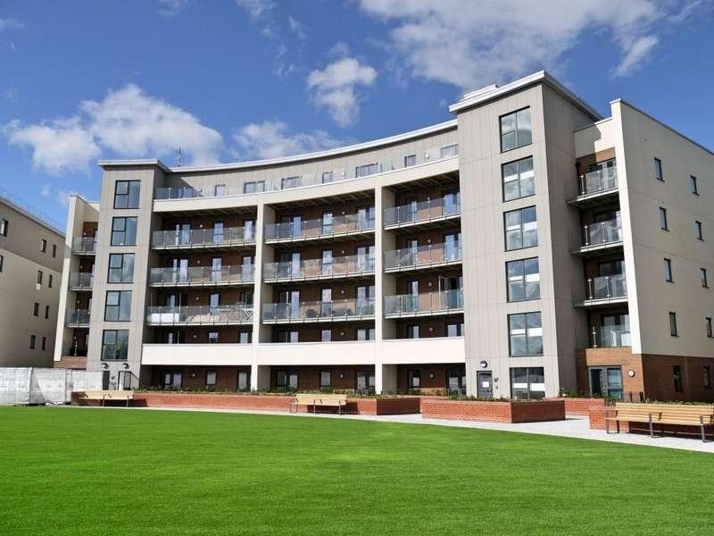 2 Bedrooms Flat for rent in Gemini Park, Manor Way, Borehamwood, Hertfordshire, WD6