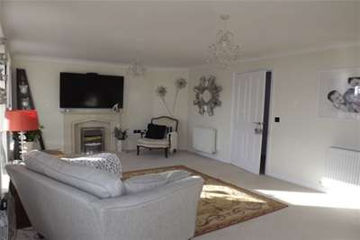 2 Bedrooms Flat for rent in North Main Court, Westoe Crown Village