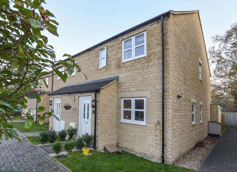3 Bedrooms End Of Terrace House for sale in Huggett Close, Carterton, Oxon