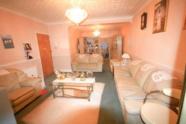5 Bedrooms Semi Detached House for sale in Glenwood Gardens, Ilford, IG2