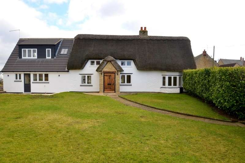 3 Bedrooms Detached House for sale in The Green, Chelveston, Wellingborough, NN9