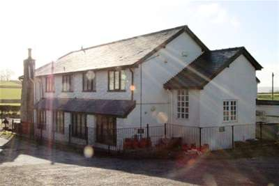 2 Bedrooms Flat for rent in Rhes-Y-Cae, Holywell