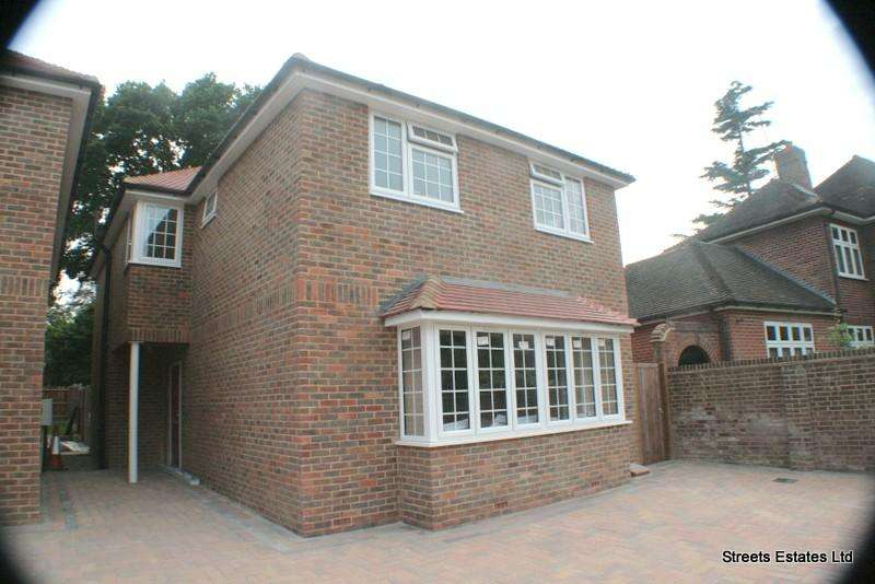 4 Bedrooms Detached House for rent in Walderslade Road, Chatham ME4