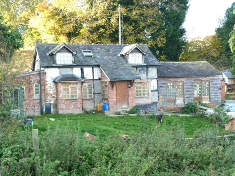 4 Bedrooms Farm House Character Property for sale in Lletty Maengwyn, Abermule