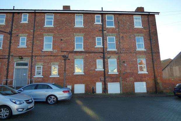 3 Bedrooms Flat for sale in Sea View Mansions, Sea View Road, Skegness, PE25