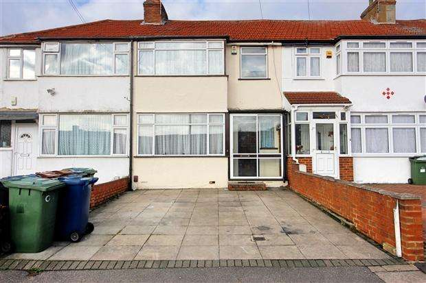 3 Bedrooms Terraced House for sale in Collier Drive Edgware Harrow HA8