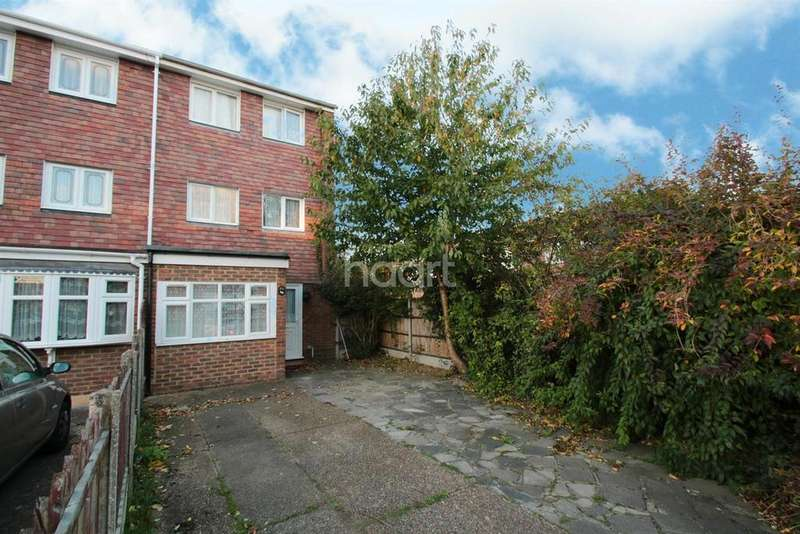 4 Bedrooms Terraced House for sale in Sevenoaks Close, Harold Hill, RM3