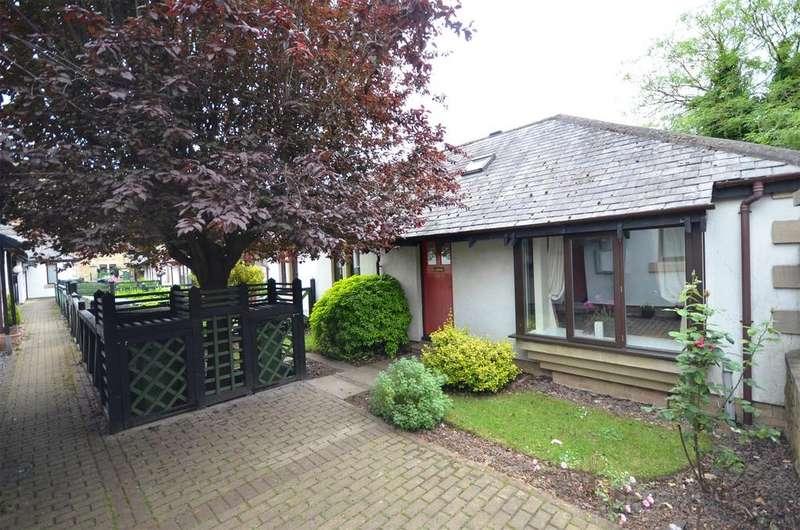 2 Bedrooms Semi Detached Bungalow for sale in Castle Farm Road