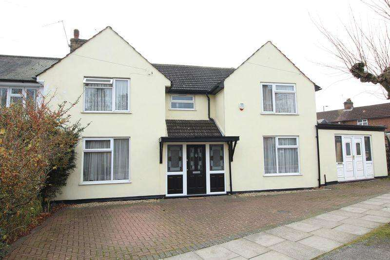 4 Bedrooms Semi Detached House for sale in Russell Road, London