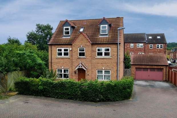 5 Bedrooms Detached House for sale in Parkgate, Rotherham, South Yorkshire, S63 9GW