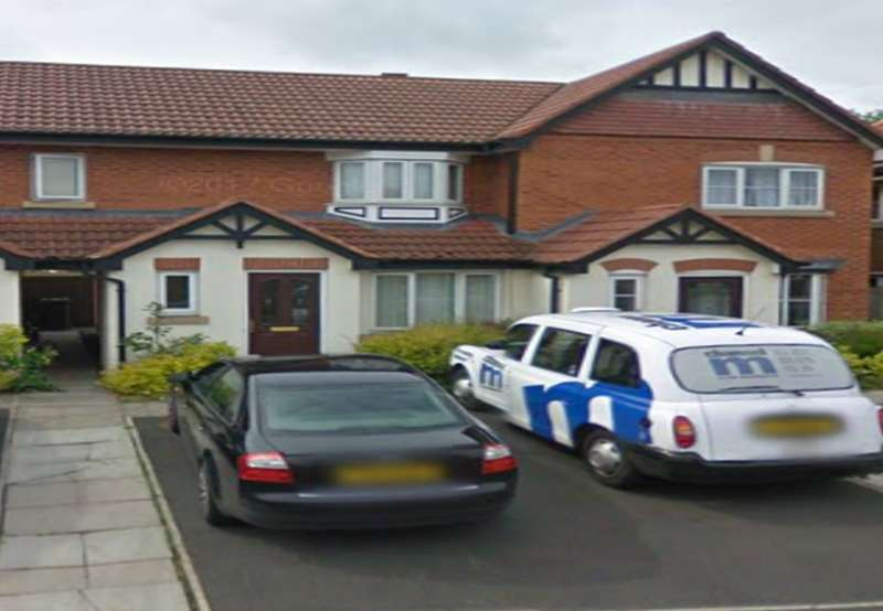 2 Bedrooms Terraced House for sale in Bloomfield Close, Cheadle, SK8
