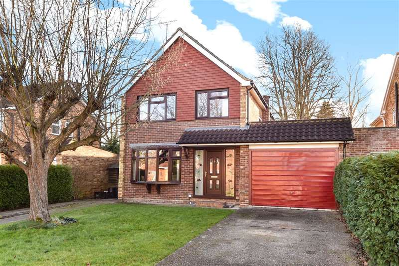 4 Bedrooms Detached House for rent in Grange Avenue, Crowthorne