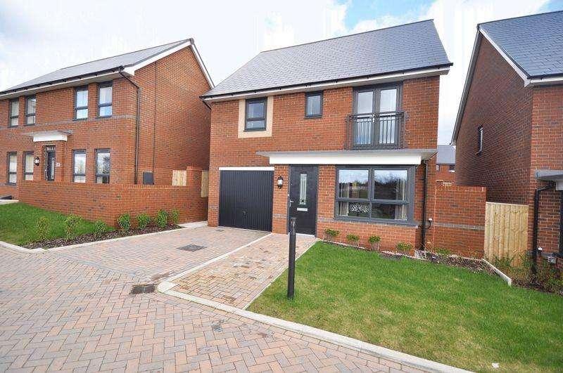4 Bedrooms Detached House for rent in Castleton Hamlett, Rochdale