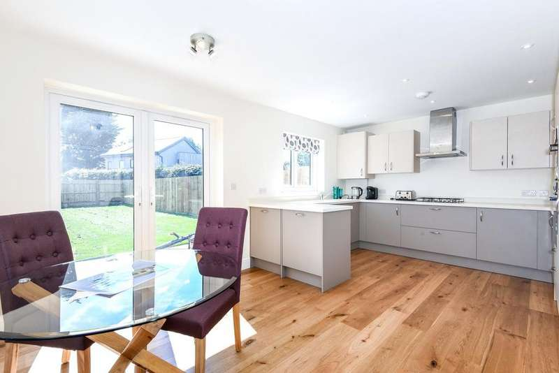 3 Bedrooms Semi Detached House for sale in Austen Gardens, Bound Lane, Hayling Island, PO11