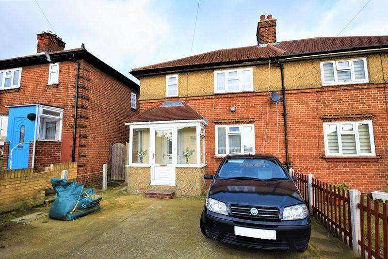 3 Bedrooms Semi Detached House for sale in Crescent Road, Dagenham