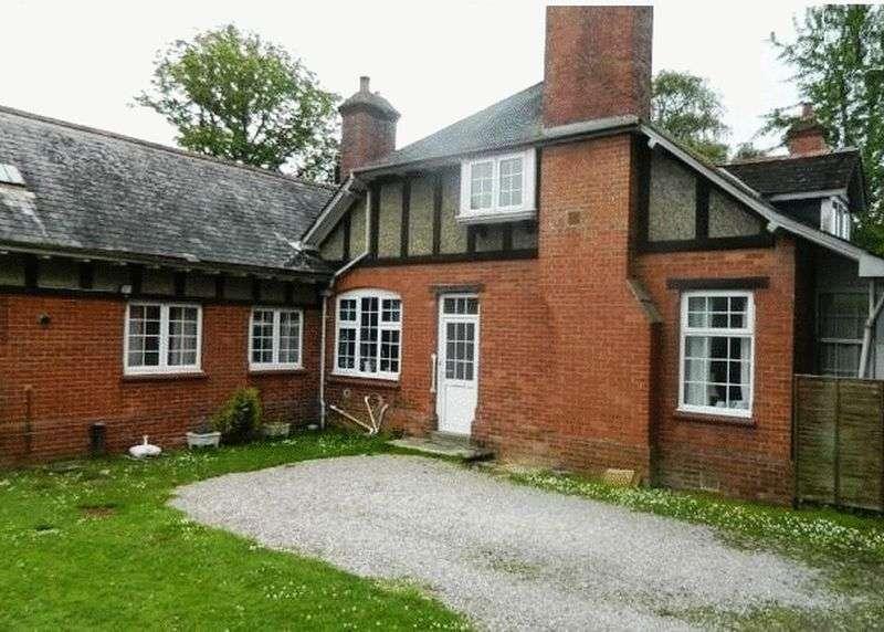 3 Bedrooms Property for sale in Weirfields, Totnes