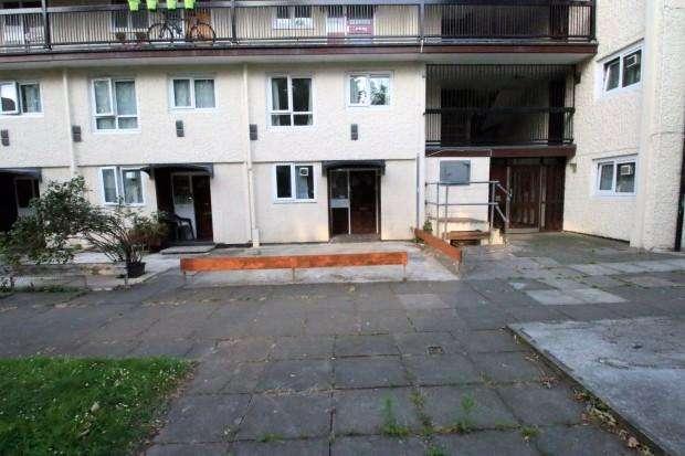 3 Bedrooms Maisonette Flat for sale in Brookwood Road, HOUNSLOW, TW3