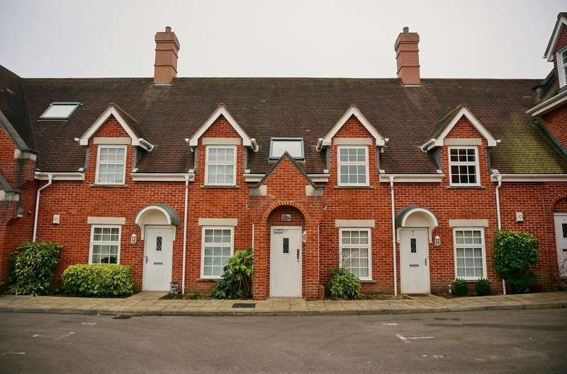 2 Bedrooms Flat for sale in OLD SCHOOL COURT, FAREHAM
