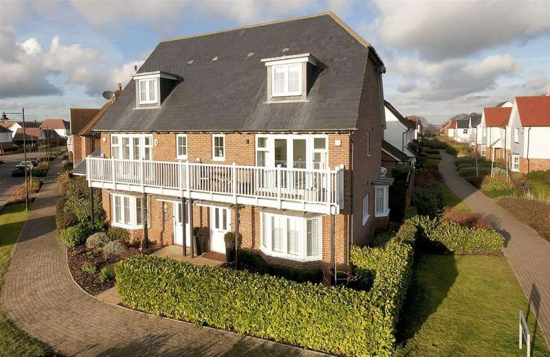 4 Bedrooms Semi Detached House for sale in Holly Way, Kings Hill, ME19 4NS