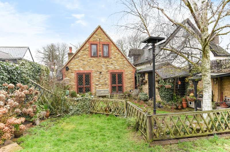 2 Bedrooms Detached House for sale in Mill Lane, Horton, SL3