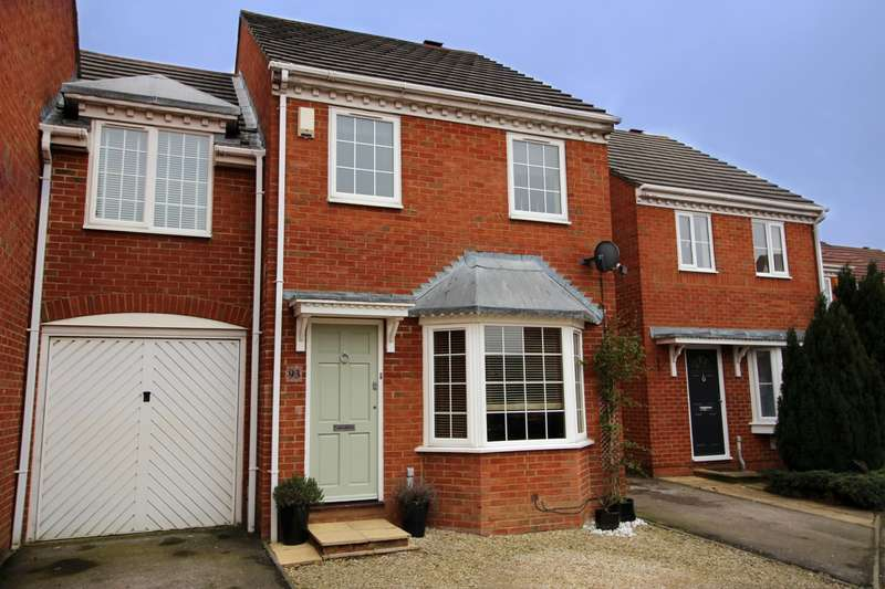 3 Bedrooms Link Detached House for sale in Larkvale, Aylesbury, HP19