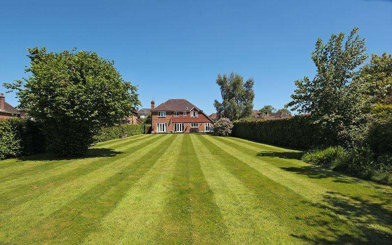 5 Bedrooms Detached House for sale in Framfield Road, Buxted, East Sussex